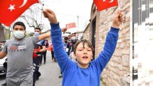 Beyoğlu sokaklarında 23 Nisan kutlamaları