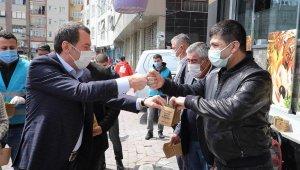 İstanbul'da Baharın Gelişi Fesleğen Dağıtılarak Kutlandı
